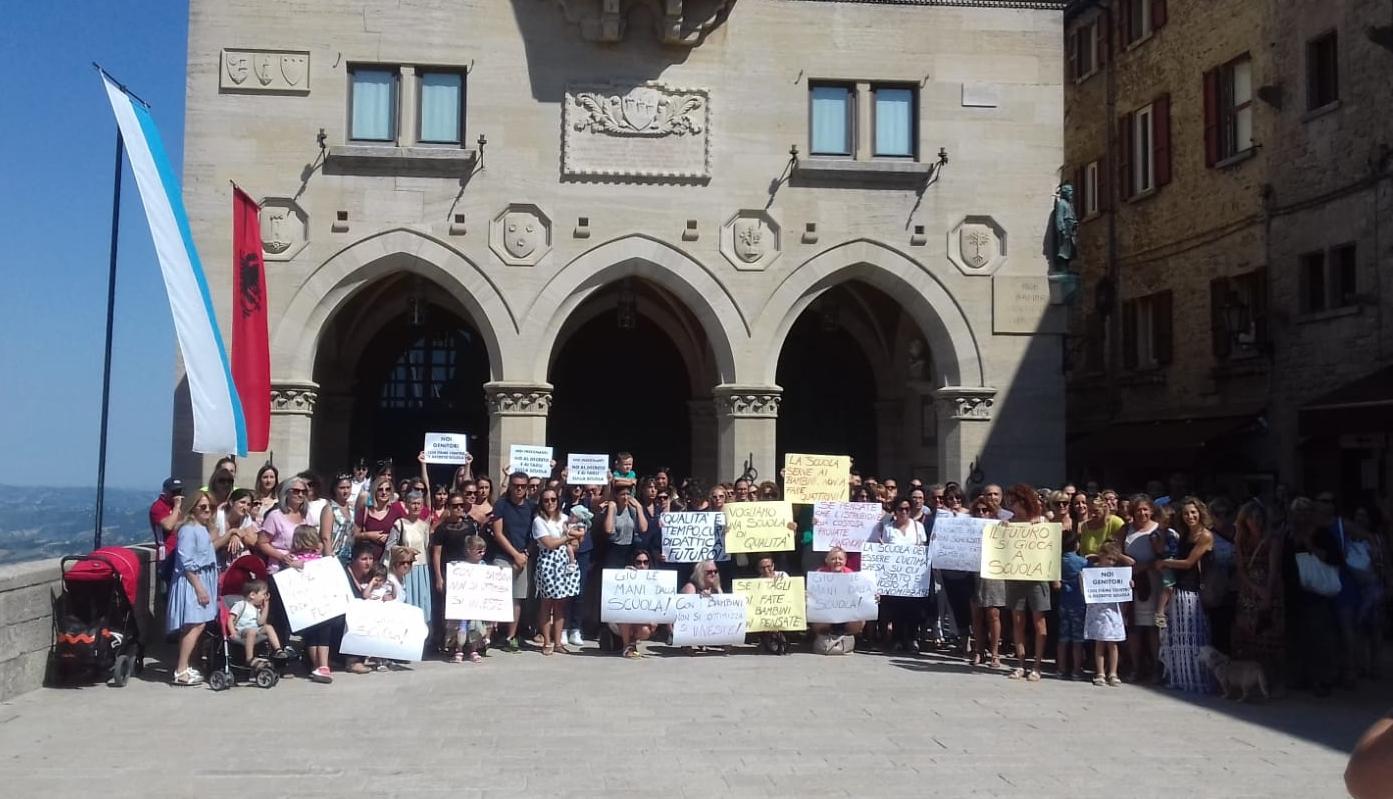 Gli insegnanti hanno manifestato sul Pianello con l'appoggio CSU