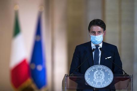 """Vaccino Covid, Conte: """"Meno dosi da Pfizer e Astrazeneca, inaccettabile"""""""